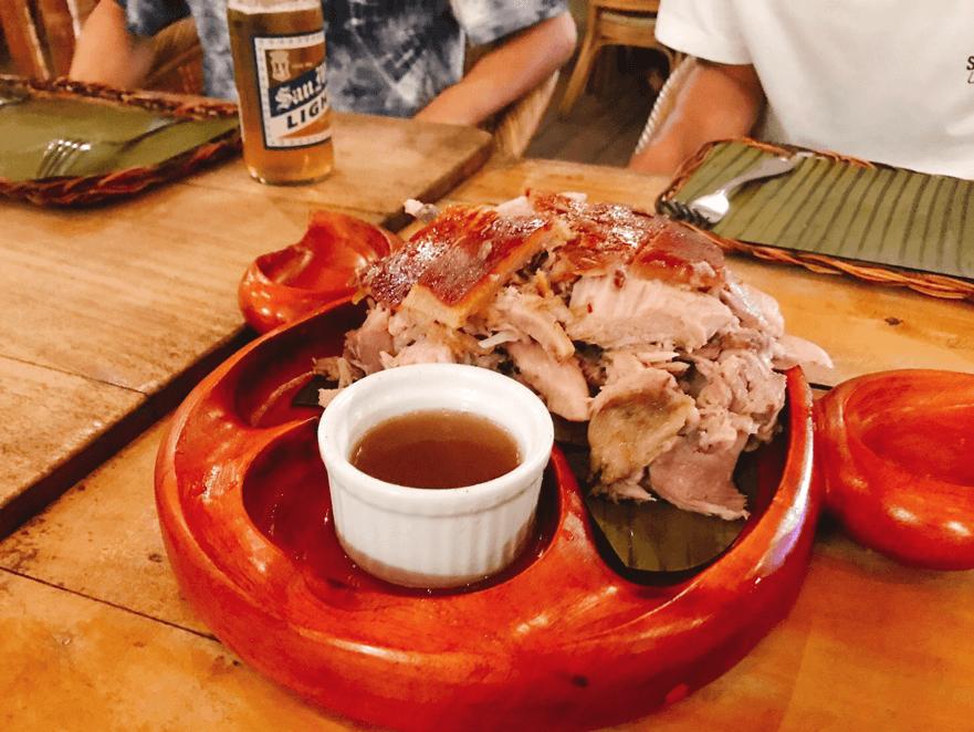フィリピン料理で人気のレチョン(豚の丸焼き)